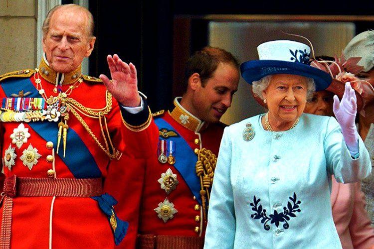 Asil bir aileye mensup olmayanların kraliyet ailesi ile fiziksel yakınlık kurması yasaktır.