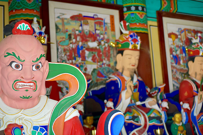 buddhist temple guardians