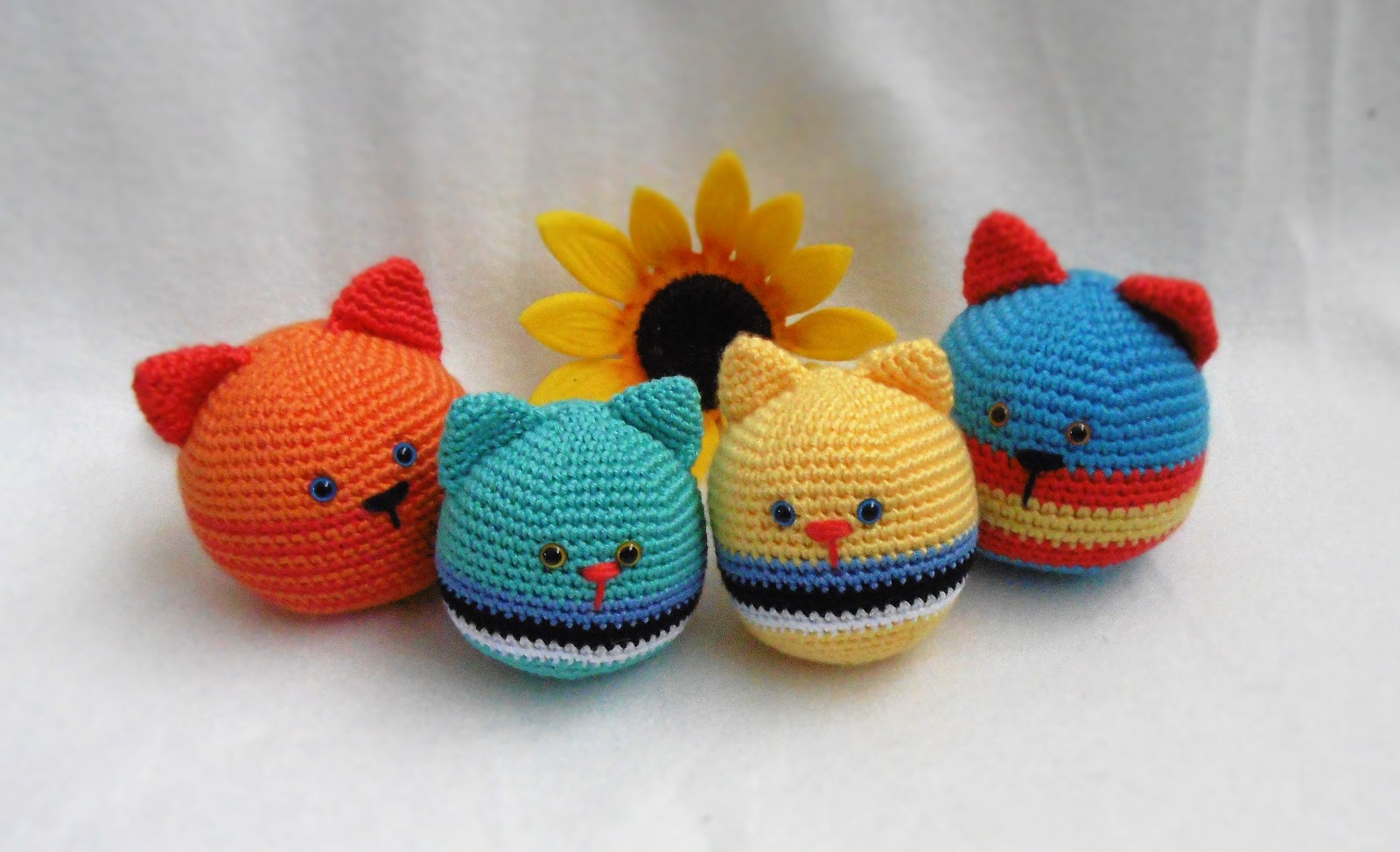 Free Amigurumi Ball Pattern : Kirju Mirju kasitoo.: Cat stressball.Free pattern.