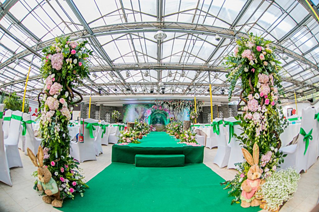 romantic pink green theme wedding