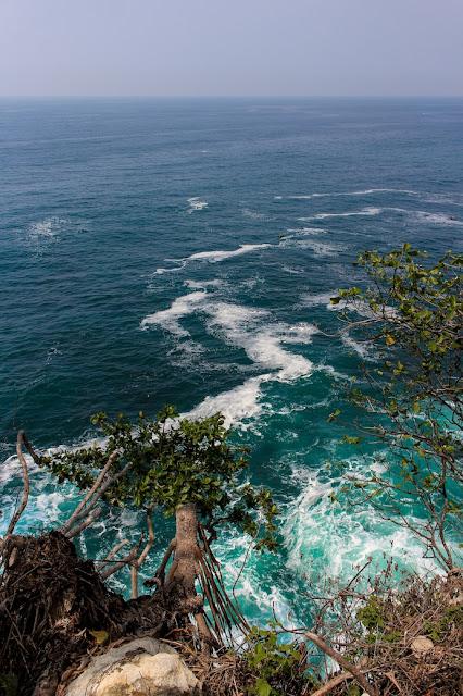 pemandangan dari karang bokor