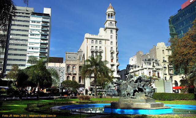 Plaza Fabini | Fonte e edifícios ao fundo | Montevideo