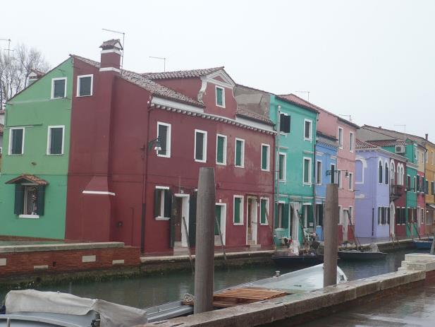 case colorate sull'isola di Burano