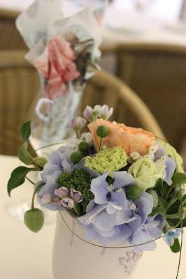 Vintage flower arrangements Birdcage vintage wedding - Irish wedding in Bavaria, Riessersee Hotel Garmisch-Partenkirchen, wedding venue abroad