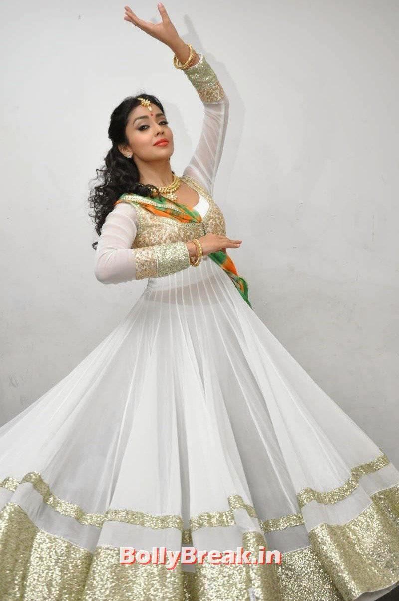 Shriya Saran Pics in White Dress, Shriya Saran Latest Hot HD Pics in White Anarkali Dress
