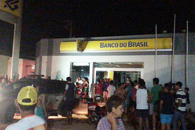 Bandidos explodem agência bancária em Dom Pedro