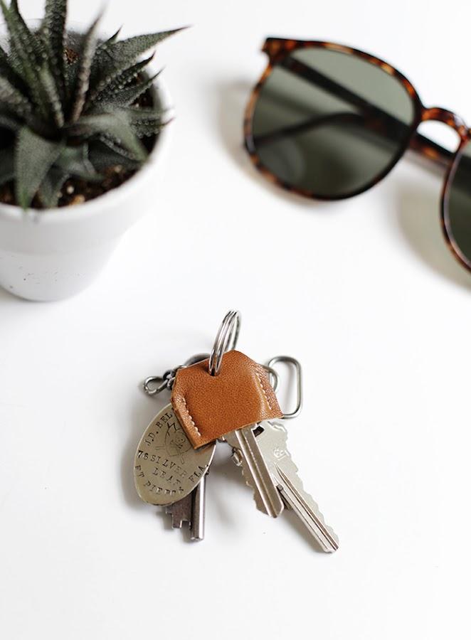 Funda para llaves con cinturones de cuero