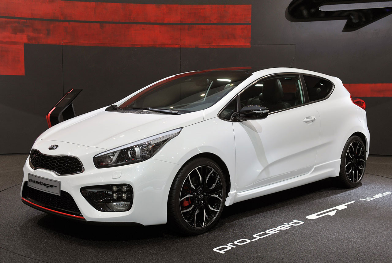 autoblog kia cee 39 d gt and pro cee 39 d gt are korean for hot hatch. Black Bedroom Furniture Sets. Home Design Ideas