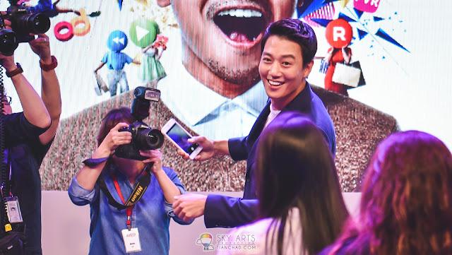 KimRaeWon 金来沅 in Malaysia Selfie with Lucky Fans