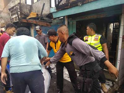 Polsek Tanjung Duren dan 4 Pilar Kerja Bakti di Lokasi Kebakaran Tomang