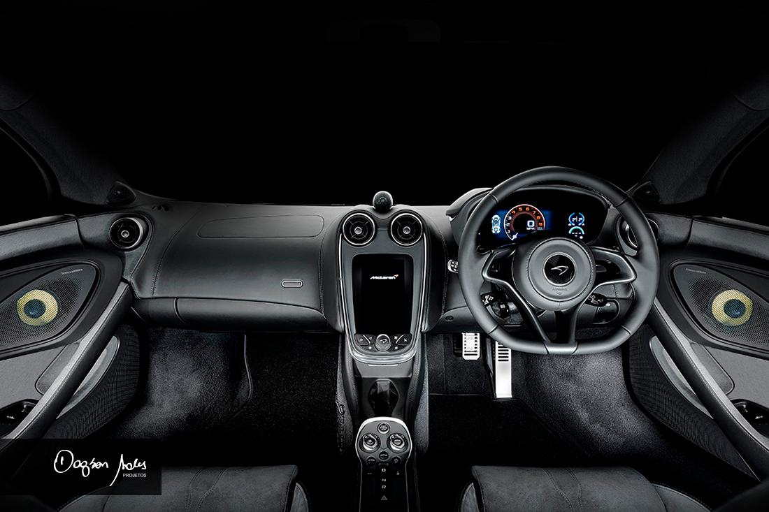 Interior do automóvel McLaren com sistema de áudio e falantes B&W Bowers & Wilkins | Dagson Sales Projetos