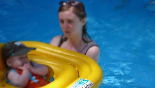 Jouer dans une piscine