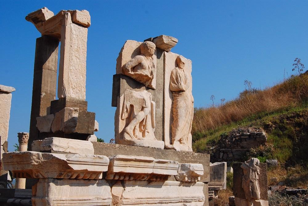Le joli monument de Memmius, fils du dictateur Sylla
