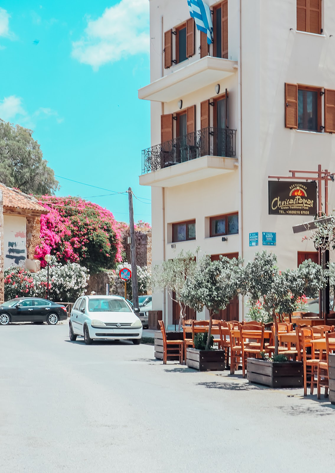 Renting a car in Crete: tips & tricks
