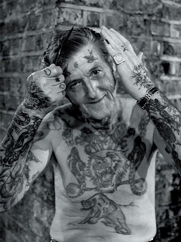 tattooed-elderly-people-19