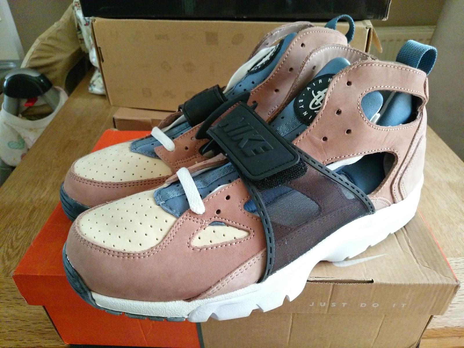 separation shoes edfb0 72278 ... escape Nike Air Huarache Trainer .