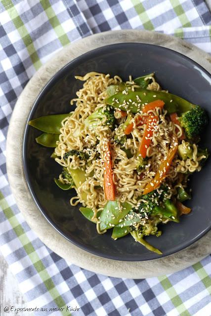 Experimente aus meiner Küche: Asiatische Gemüsepfanne mit Sesam
