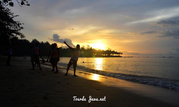 sunset di pantai ciputih ujung kulon banten