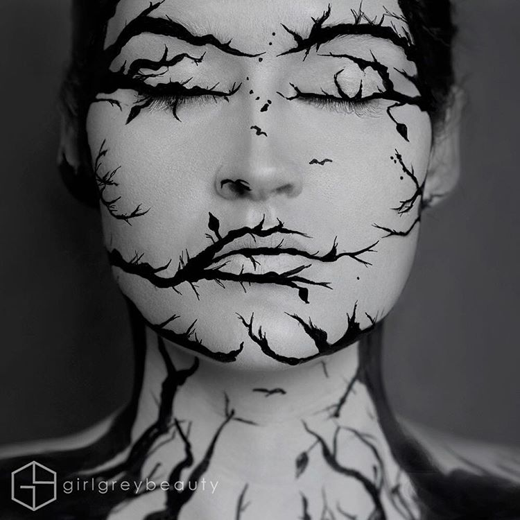10-Black-and-Grey-Andrea-Reed-Body-Painting-and-Lip-Art-www-designstack-co
