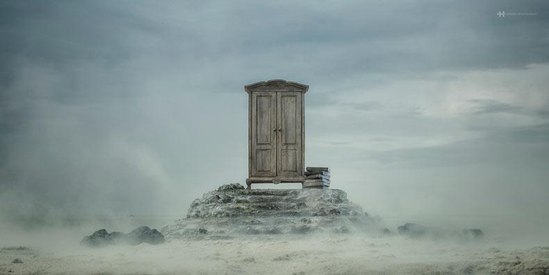 The Wardrobe: Fotografía surrealista creado con miniaturas hechas a mano en locación