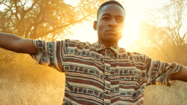 Conheça Ozonna: o artista nigeriano que está entre os novos nomes da música pop