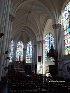 Bulles de Plume - Eglise de Bouvines