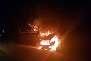 Veículos pegam fogo após colidirem na rodovia estadual PB-073