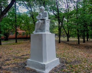 Новгородське. Парк. Скульптура