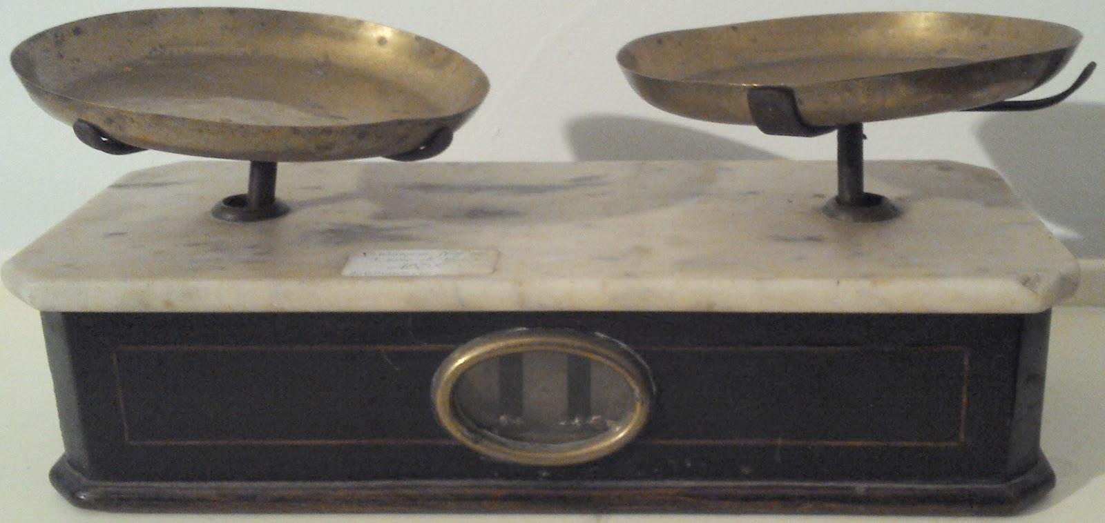 balance napol on iii bois noirci et marbre poids bronze. Black Bedroom Furniture Sets. Home Design Ideas