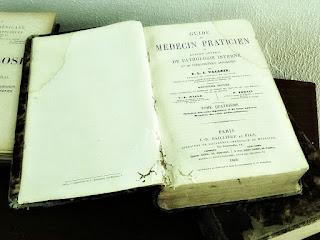 Livro de Medicina em Francês do Dr Gastão Leão - Casa Gomes Jardim, Guaíba