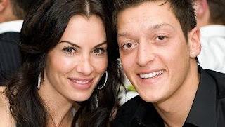 Foto Mesut Özil dengan Anna Maria