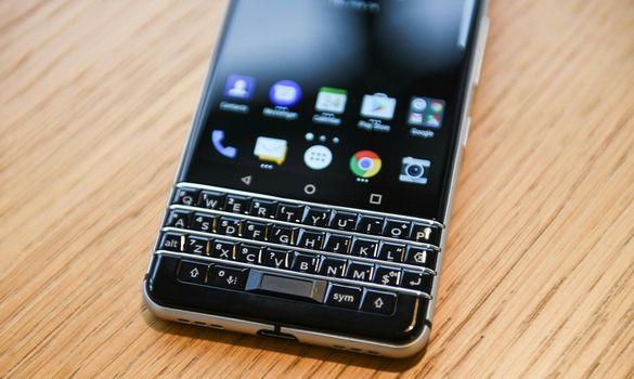 شركة بلاكبيري تقوم باطلاق هاتفها الجديد KEY2 !! تعرف على مواصفاته و سعره !!