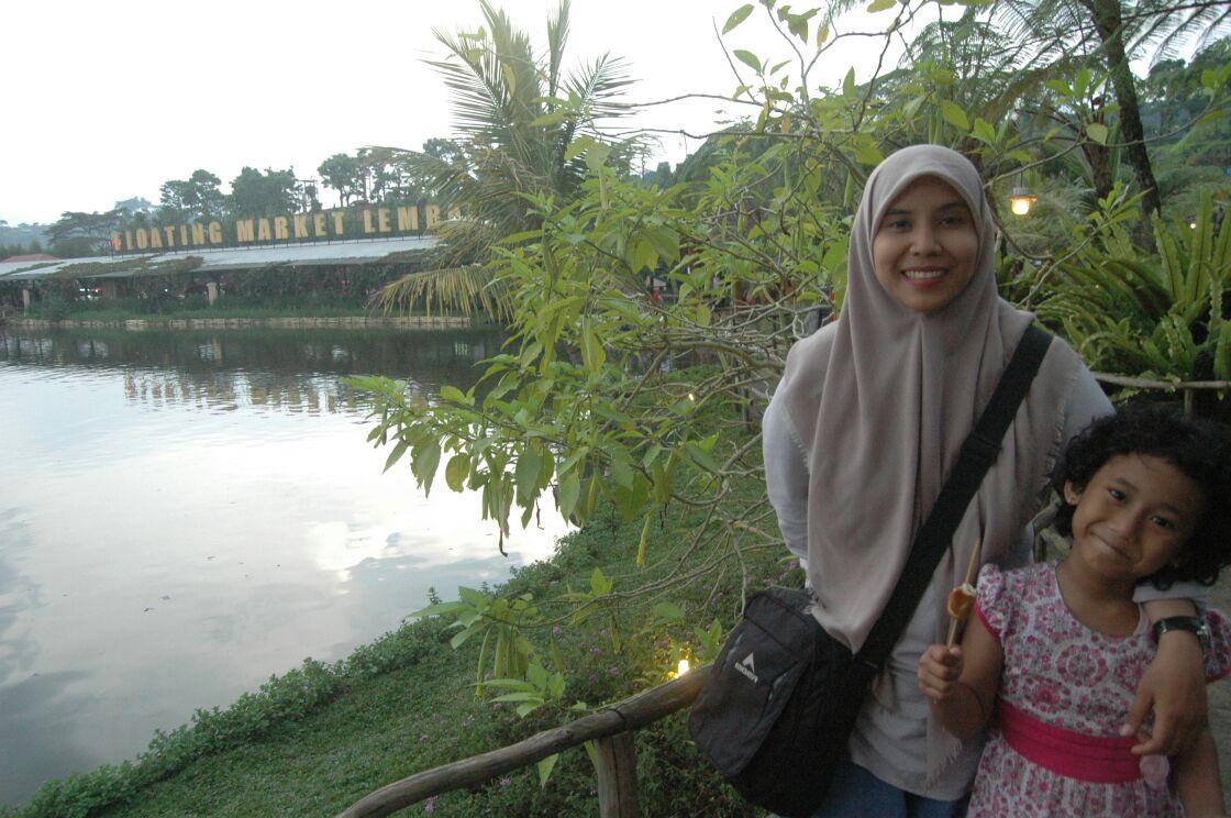 traveling bersama wanita hamil, floating market