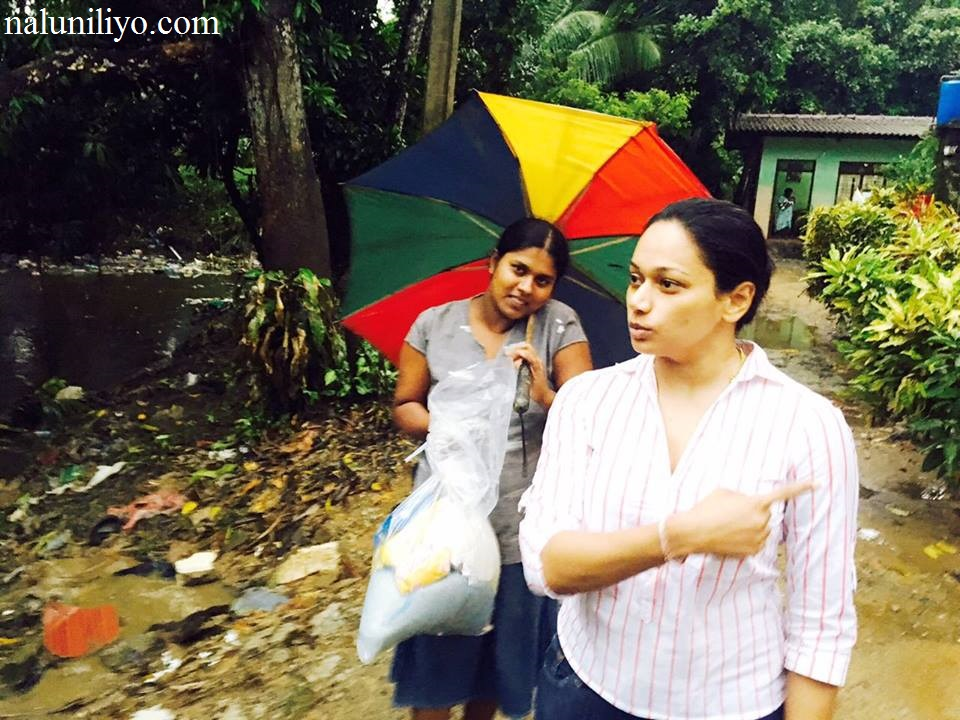 Sri lankan actress Janaki Wijerathne help flood areas