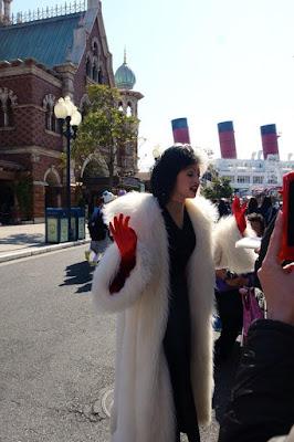 Cruella de Vil at Tokyo Disneysea Japan