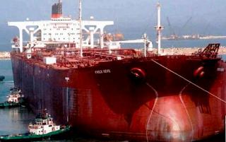Untuk menggambarkan ukuran raksasa super tanker ini Kabar Terbaru- MT KNOCK NEVIS DAN SEJARAHNYA