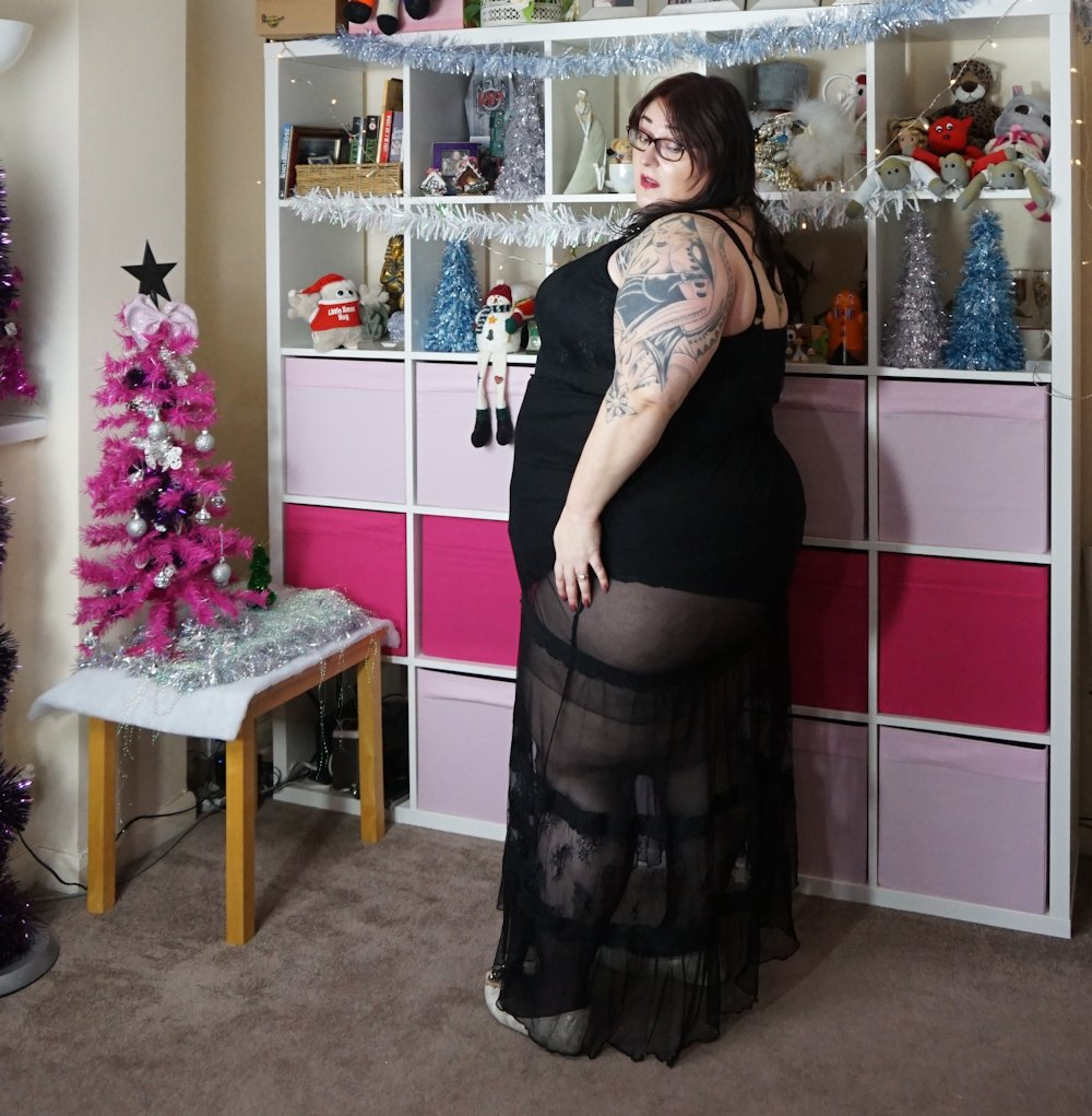 Simply-Be-sheer-lace-maxi-dress plus size // www.xloveleahx.co.uk