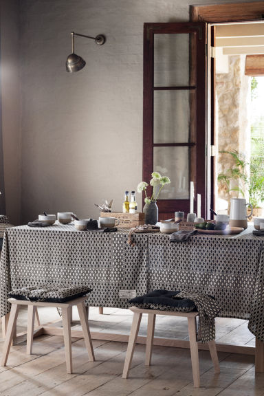 h&m home table cloth