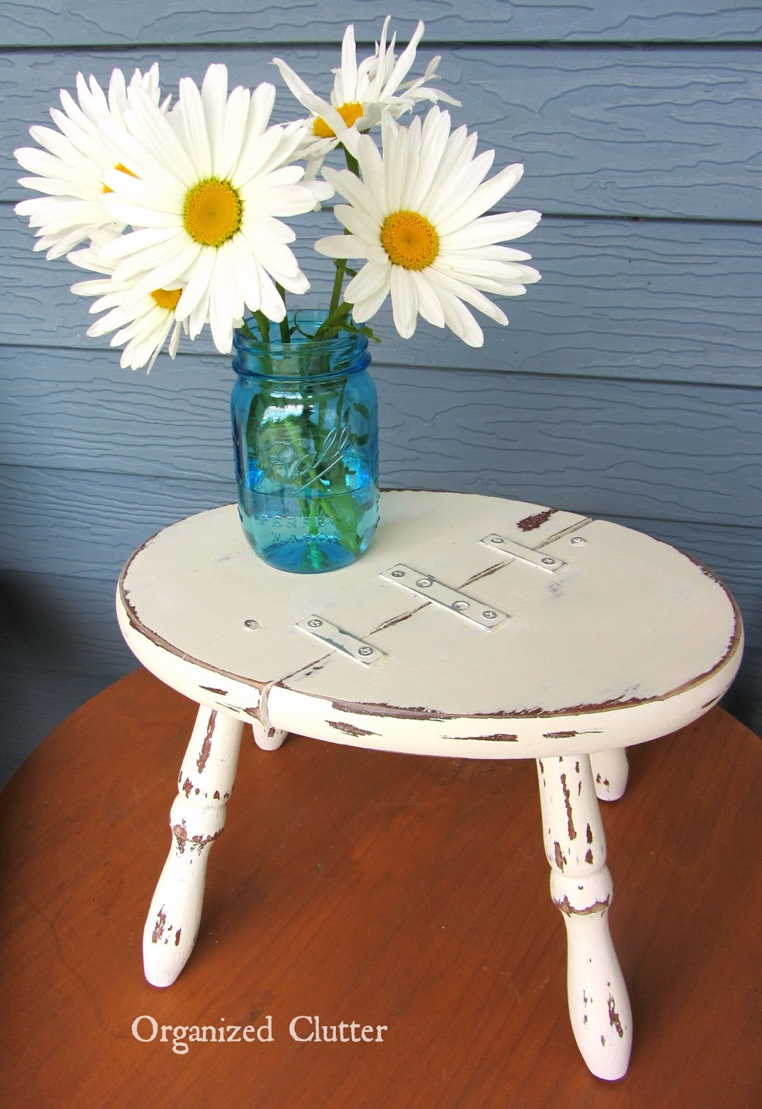 """Charming"" Amateurish Fix For A Broken Stool www.organizedclutterqueen.blogspot.com"