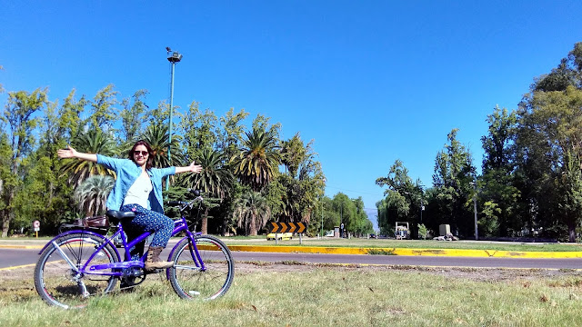 Andando de bicicleta no Parque General San Martín.
