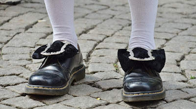 Cara Mengecilkan Sepatu Kebesaran