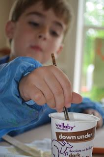 Easy way for preschoolers to glue