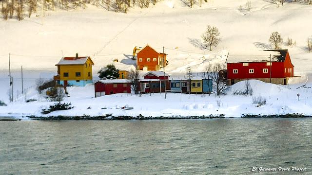 Casas de colores en Kvaløya - Tromso por El Guisante Verde Project