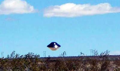 Sorprende como un misterioso OVNI 'se cierne sobre la base naval de California'