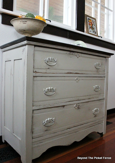 farmhouse dresser, fusion mineral paint, furniture upcycle, paint makeover, https://goo.gl/zxVDy0