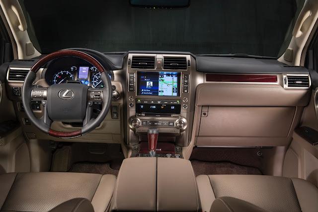 Interior view of 2017 Lexus GX460