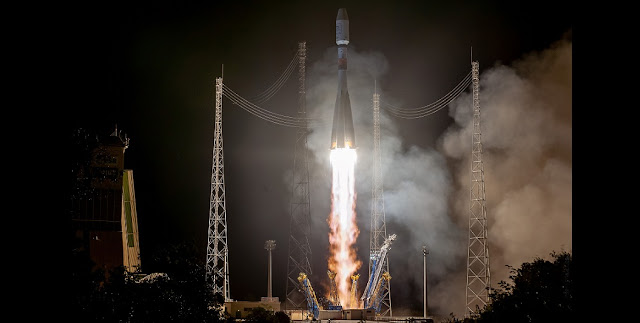 soyuz st b blasts off from french guiana with europe s metop c weather satellite