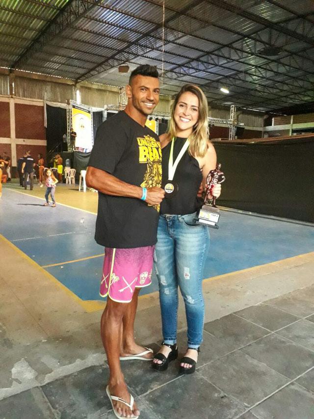 Após competição, Breno Neves posa para foto ao lado da namorada Erika Schulz. Foto: Arquivo pessoal
