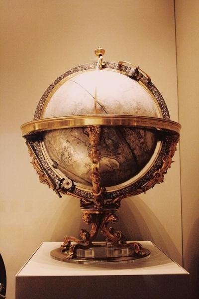 Mungkin globe antik seperti ini