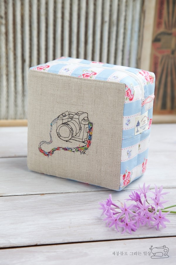 Easy Zippered Box Pouch. How to Sew DIY Photo Tutorial